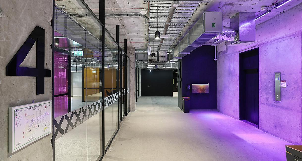 Industralight_Macquarie_University_High_Hallway_1Industrial_LED_Lighting